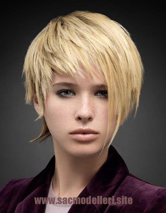 Sarı Asimetrik Kısa Saç Modeli