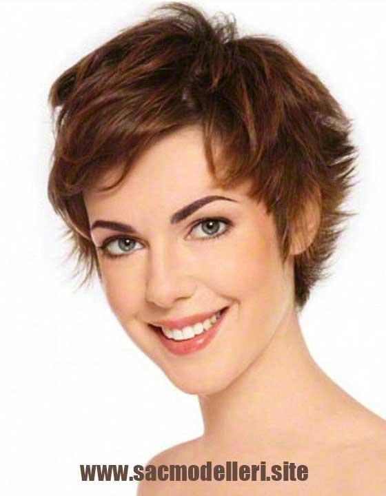 Kahverengi Pixie Kısa Saç Modeli
