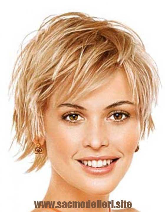 Kabarık Sarı Kısa Saç Modeli