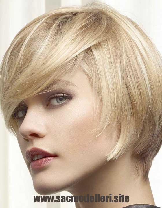 Saçaklı Sarı Kısa Saç Modeli