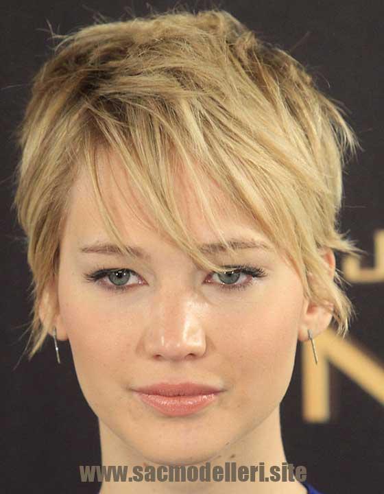 Pixie Sarı Kısa Saç Modeli