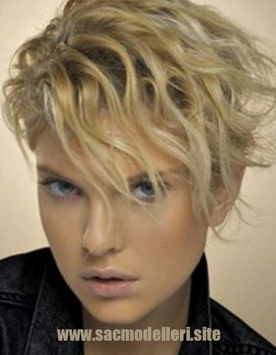 Punk Sarı Kısa Saç Modeli