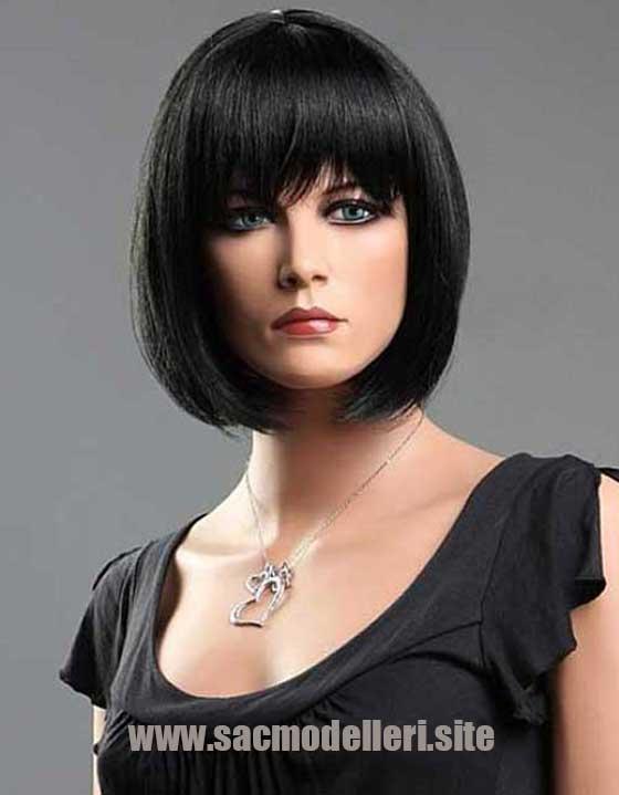 Küt Kesim Siyah Kısa Saç Modeli